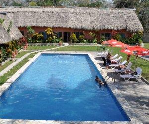 Porche-Junior-suite-vista-a-la-piscina.jpg