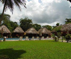 bungalow-vista-a-la-piscina.jpg